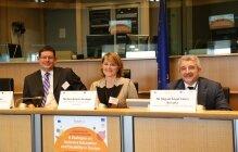 From left to right MEPs Á. Kósa & R. Estaràs, & M.A, Cabra de Luna (F.ONCE)